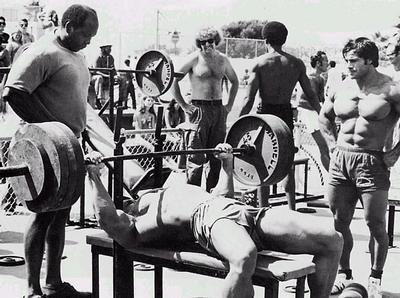 arnold-schwarzenegger-bench-press