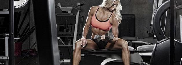 Ist eine Muskelaufbauübung im Sitzen oder im Stand effektiver?