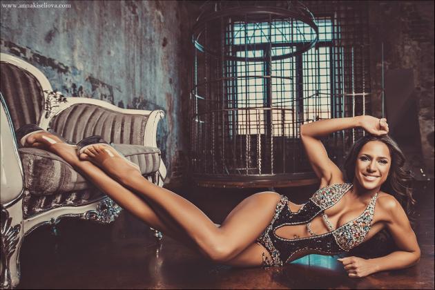 Aliona Hilt Posing